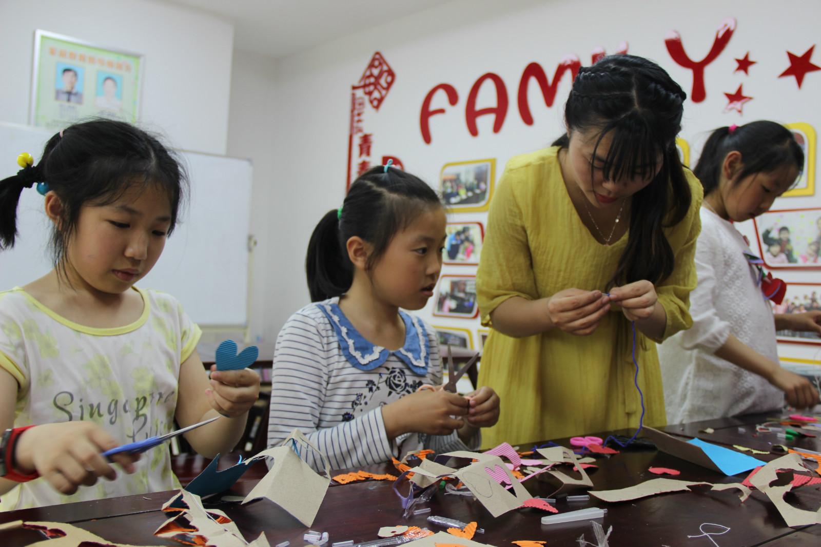 活动邀请了辖区欣星幼儿园老师来做志愿者,6位小学生报名参加.图片