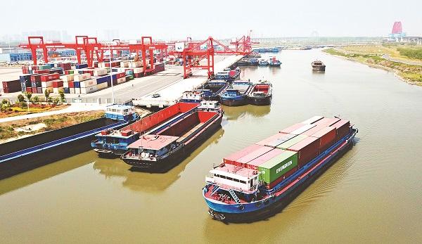 左2大图=合肥港第一季度集装箱吞吐量同比增长26.27%.jpg