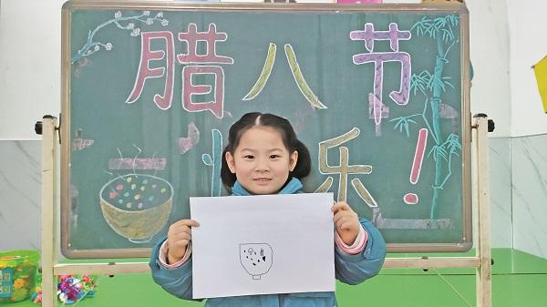 孩子用绘画传递节日的喜庆.jpg